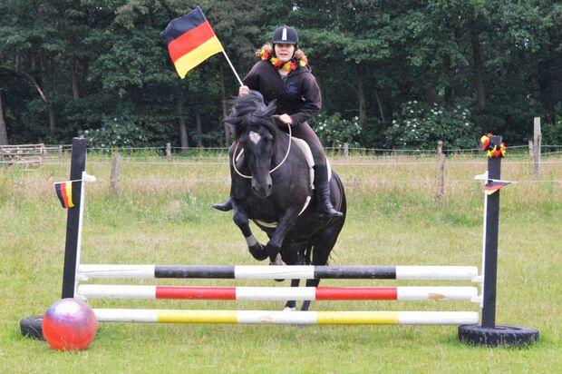 CAV Fotowettbewerb BR ballverrückte Pferde Celine Schroeter