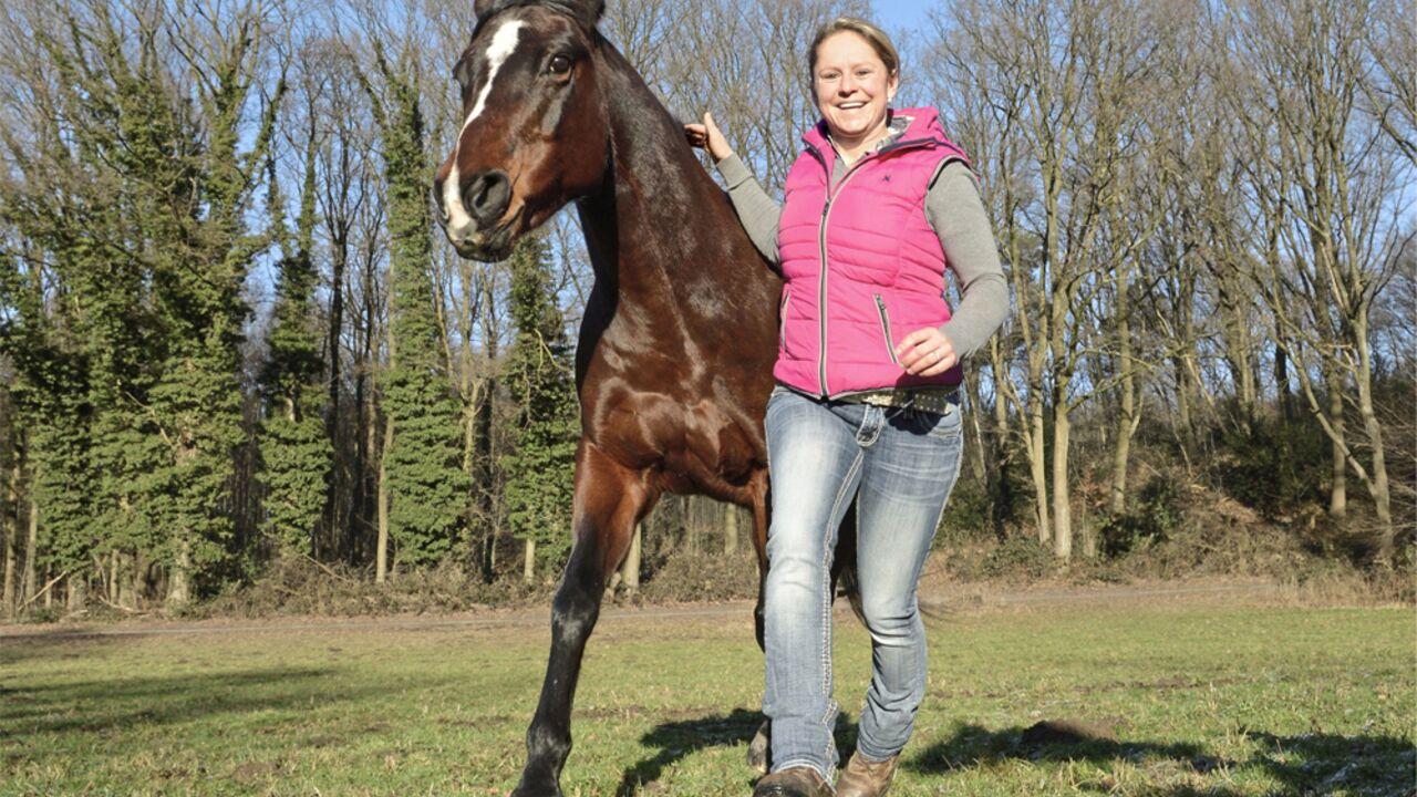 Decken vom lässt pferd frau sich Flickr: Discussing
