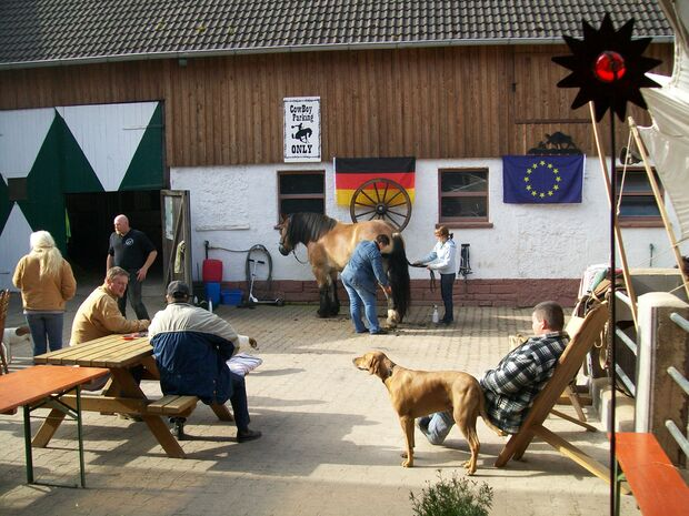 CAV MS Weserbergland zu Pferd_01 (JPG)