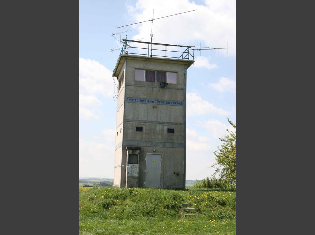 CAV_Mauerfall_Dreilaendereck-Grenzturm heute Amateurfunker (jpg)
