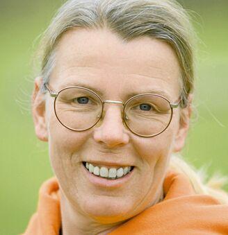 CAV-Pferd-begruessen-Experte-Konrad-Christine (jpg)