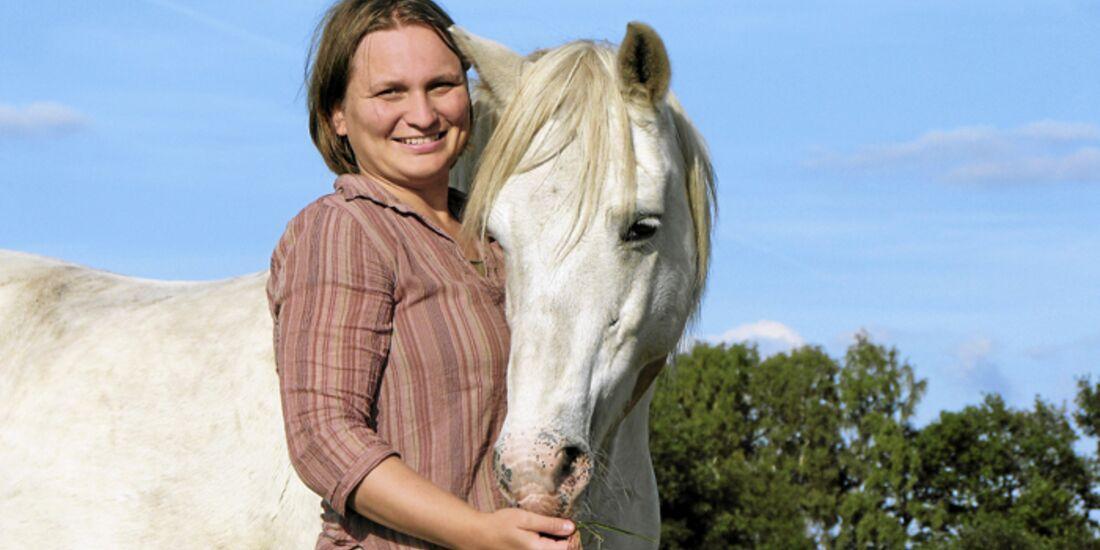 CAV-Pferd-begruessen-Experte-Wendt-Marlitt (jpg)