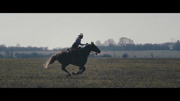 DIE DREI – DER FILM - Trailer DIE DREI - Trailer zum Dokumentarfilm über Yvonne Gutsches Wildpferd-Projekt