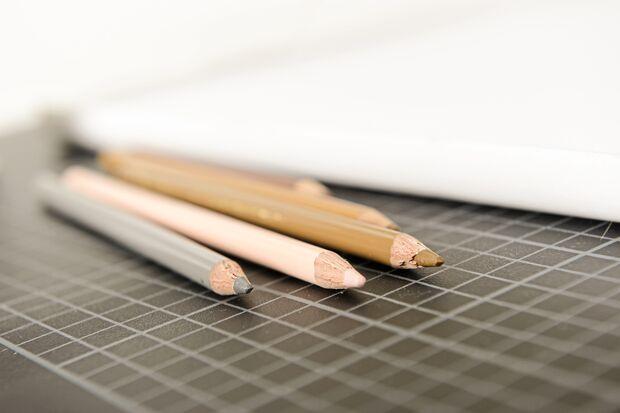 Mit Stift, Stoff und Humor